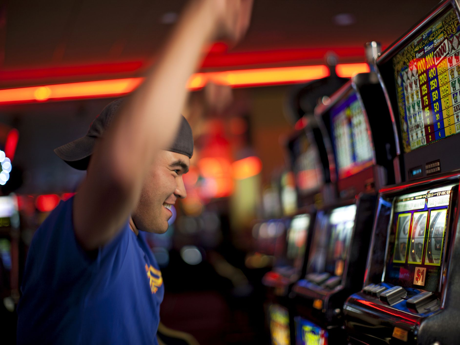 ADVANTAGES OF PLAYING ONLINE SLOTS REGISTER ORIGINAL MONEY SLOT AGENTS
