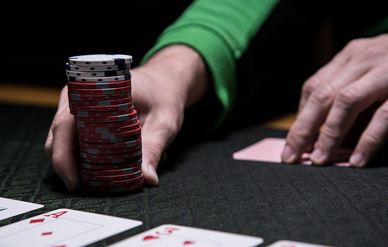 Get to know the pocket card game on online gambling sites, which are currently booming on PokerV servers.
